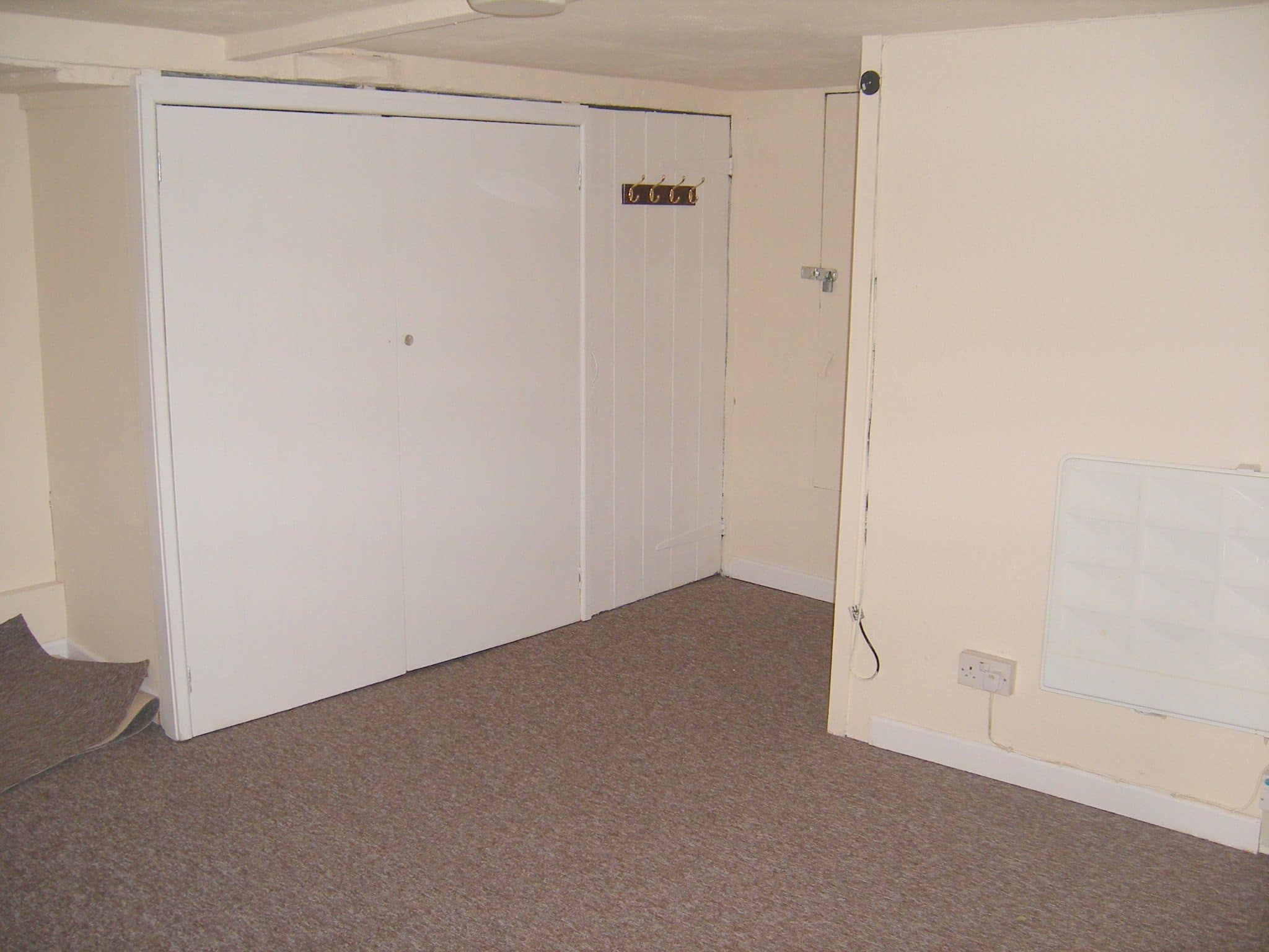 Property to rent, property to let, Warminster,George St, John Loftus Property Centre