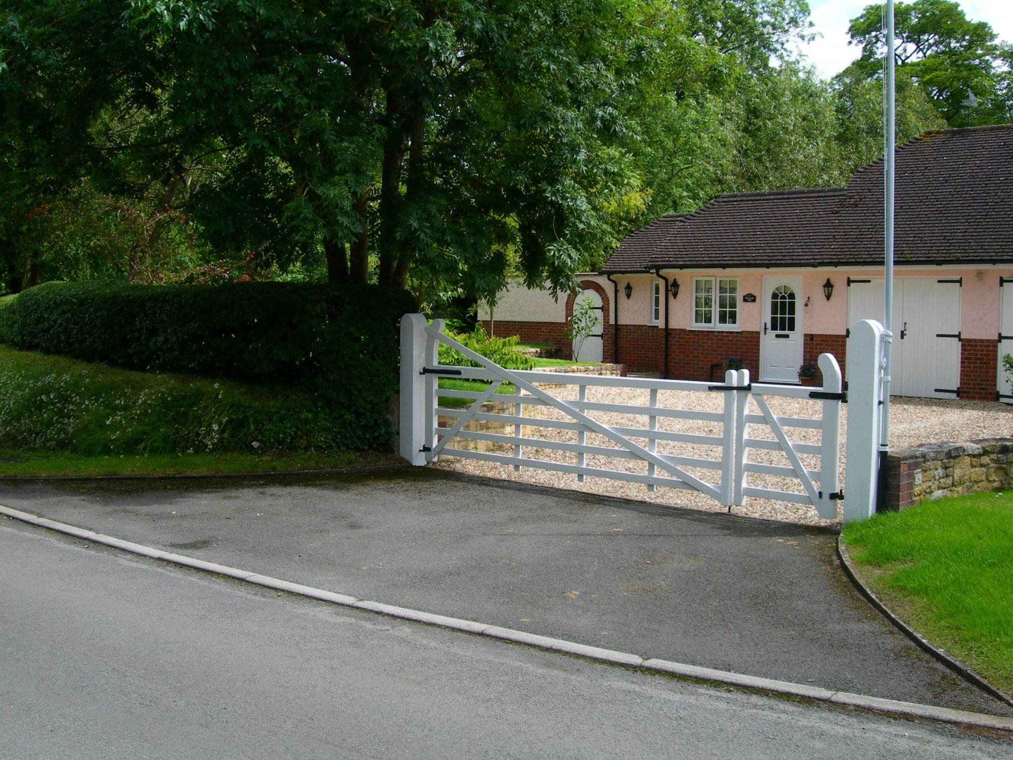 Property to rent, property to let, War minster, Pink Cottage Lodge Summer, John Loftus Property Centre