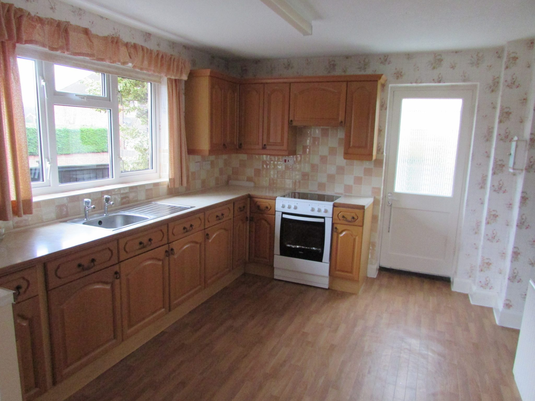 Property to rent, property to let, Warminster, Victoria Road, John Loftus Property Centre